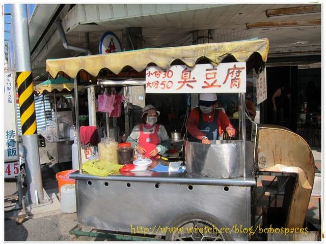 [食記]台南美食。學甲慈濟宮前的臭豆腐小攤販