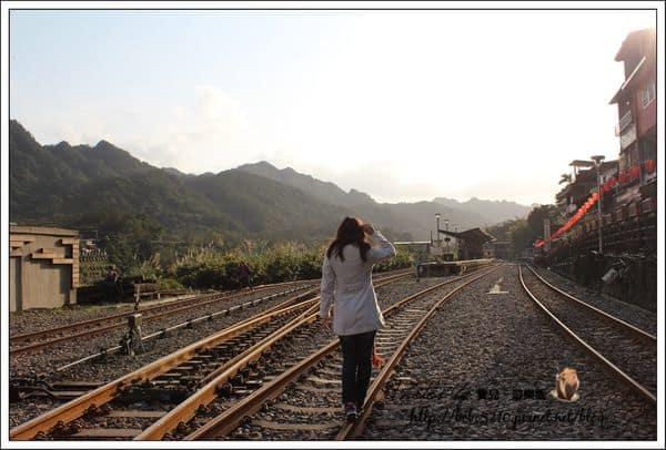 【台北】新北市旅遊。來場火車輕旅行吧!平溪支線小火車,十分車站、十分幸福。