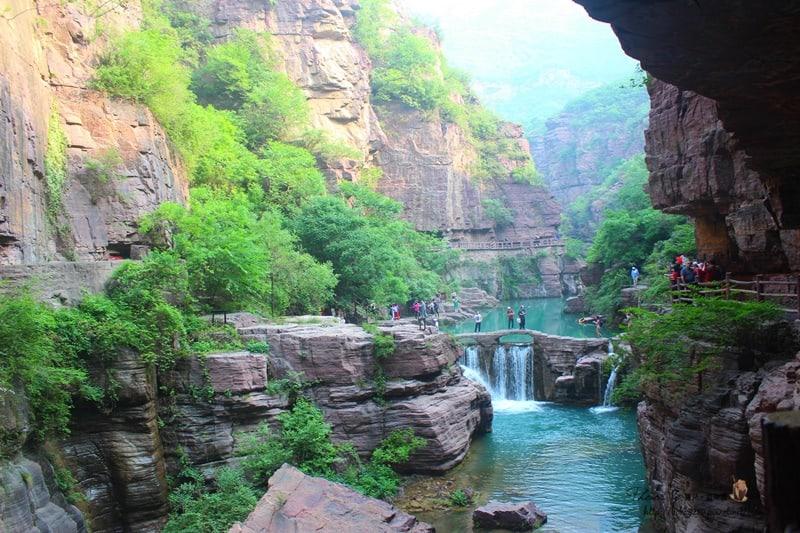 【中國河南-焦作雲台山】紅石峽。丹崖碧水中,遇見河南山水的驚心動魄。