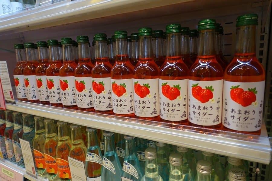 【日本。九州】九州旅遊服務諮詢中心福岡店。中文旅遊諮詢、免費wifi、行李寄存一次解決,還免費送草莓氣泡飲喔!
