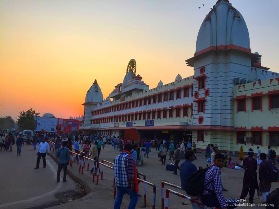 【印度】Day15-2 再會瓦拉納西。最後一眼的恆河,印度火車初體驗。